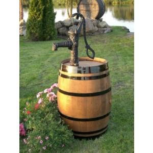 225l-Weinfass, mit Gusseisenpumpe, dunkel gebeizt