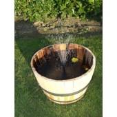 Springbrunnen aus 50 Liter Halbfass mit Solarpumpe, unbehandelt