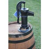 150 Liter Regenfass mit kl. Gusseisenpumpe, dunkel gebeizt, Fabr